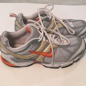 Nike BRS 1000 Running Shoes. Woman's  9.5